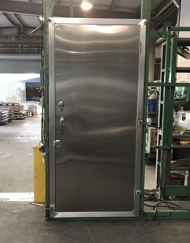 Aluminum Container Door with 3 Point Locking System 2